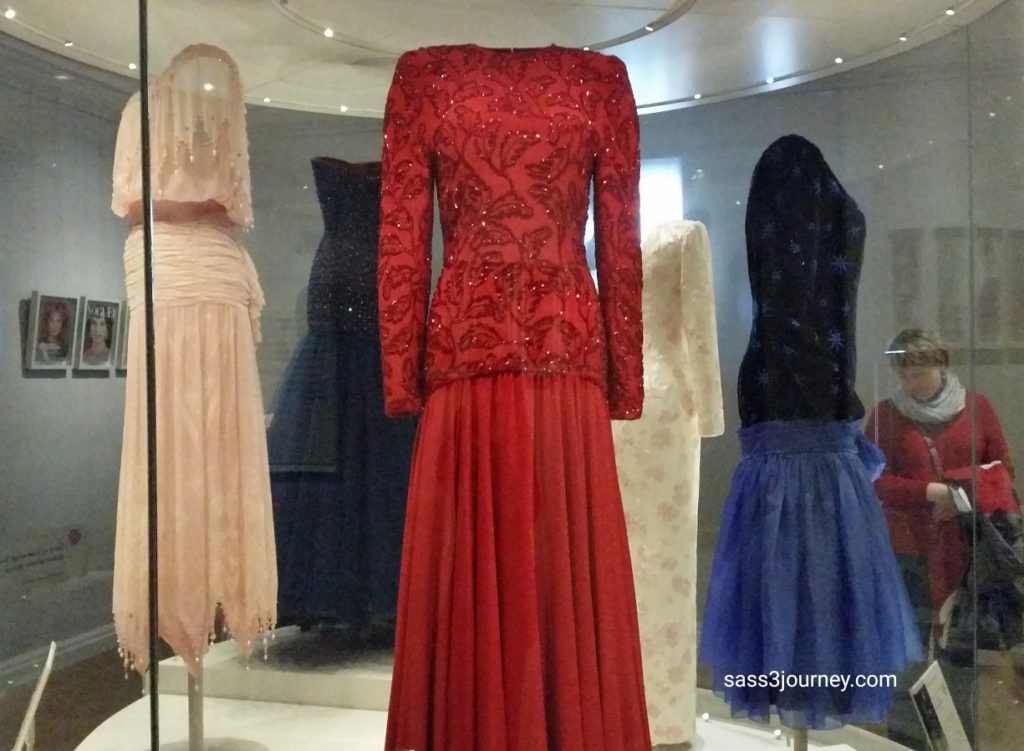 Evening dress worn by Princess Diana, 1956. Difficult knowing she was only twenty five years old when she wore this gown on a royal tour of Saudi Arabia.