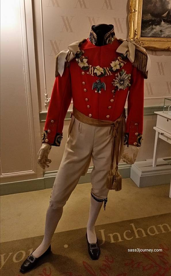 Prince Albert wore a field marshal's uniform, with large rosettes of white satin on his shoulders.